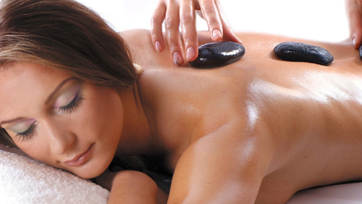 Rejuvenating-Relaxing-Hot-Stone-Body-Massage